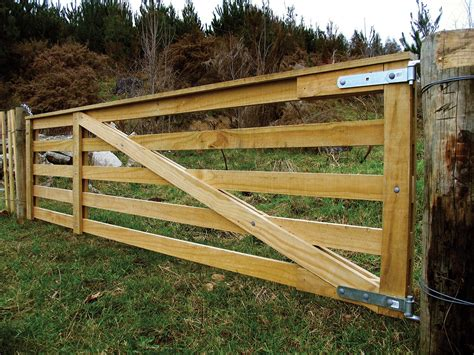 Plans-For-Building-A-Wooden-Farm-Gate