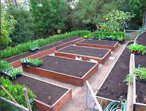 Plans-Raised-Bed-Vegetable-Gardens-Layouts