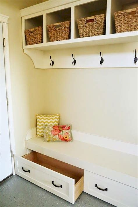 Plans-To-Make-A-Mudroom-Bench