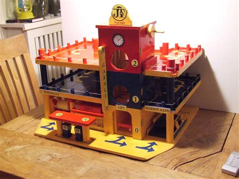 Plans-To-Make-A-Wooden-Toy-Garage