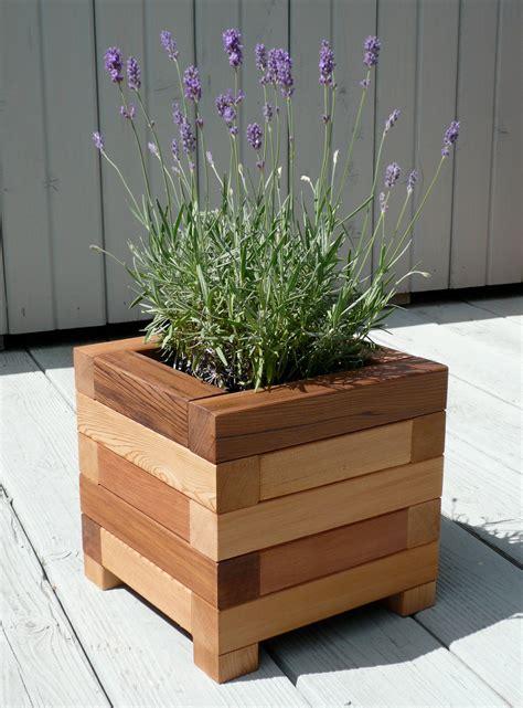 Plans-Wooden-Flower-Pot-Holder