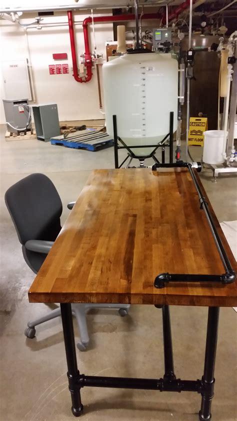 Plumbing-Pipe-Desk-Diy