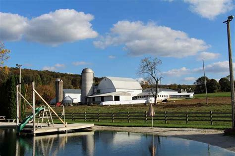 Pond-House-Farmhouse-Bed-And-Breakfast