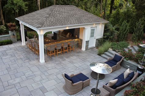 Pool-House-With-Bar-And-Bathroom-Plans