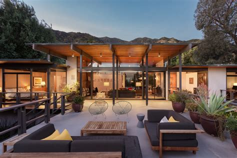 Post-Beam-Modern-Farmhouse-Plans