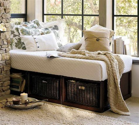 Pottery Barn Day Bed With Trundle