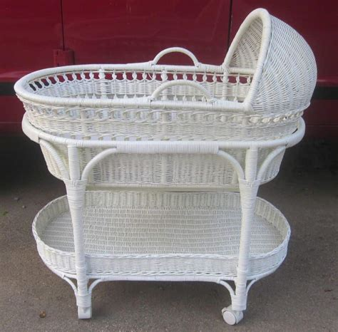 Pottery-Barn-Baby-Bassinet