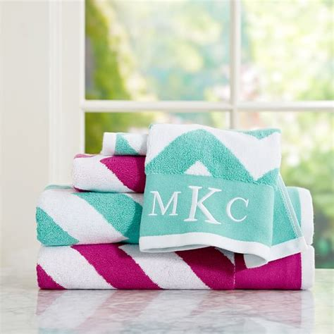 Pottery-Barn-Teen-Bathroom