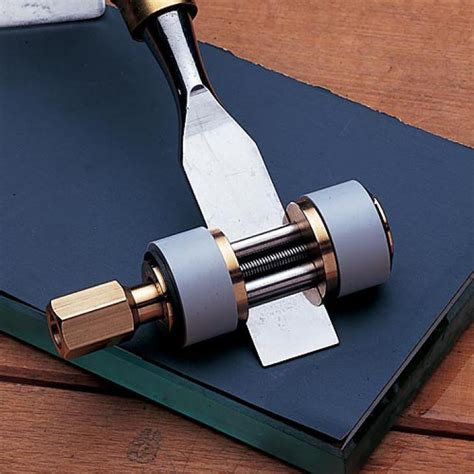 Pre-Sharpened-Woodworking-Chisels