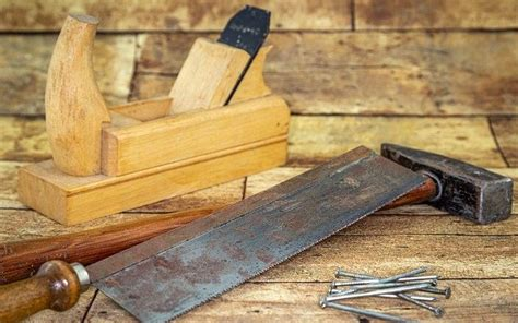 Prevent-Rust-On-Woodworking-Tools