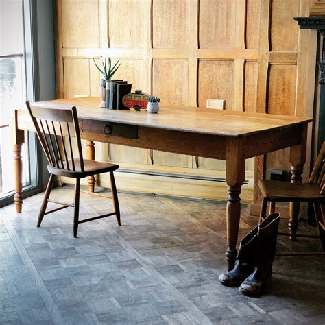 Primitive-Farmhouse-Dining-Table