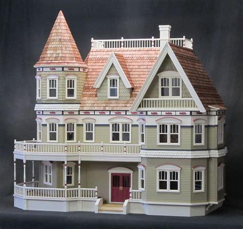 Queen-Anne-Dollhouse