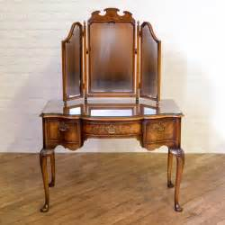 Queen-Anne-Style-Dressing-Table