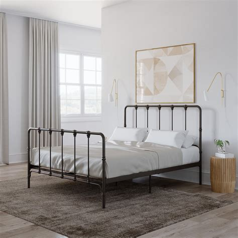 Queen-Size-Bed-Frame-Farmhouse