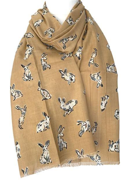 Rabbit-Scarf-Woodwork