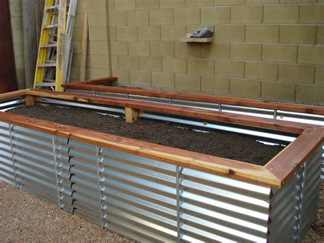 Raised-Container-Garden-Box-Plans-With-Iron-Legs