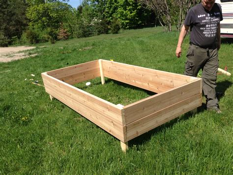 Raised-Wicking-Garden-Bed-Plans-On-Legs