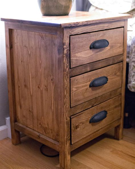 Reclaimed-Wood-Bedside-Table-Plans