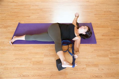 Reclining Padangusthasana Cross