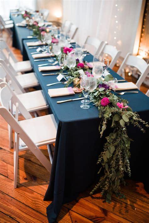 Rectangualr-Vase-Centeprieces-On-Farm-Tables