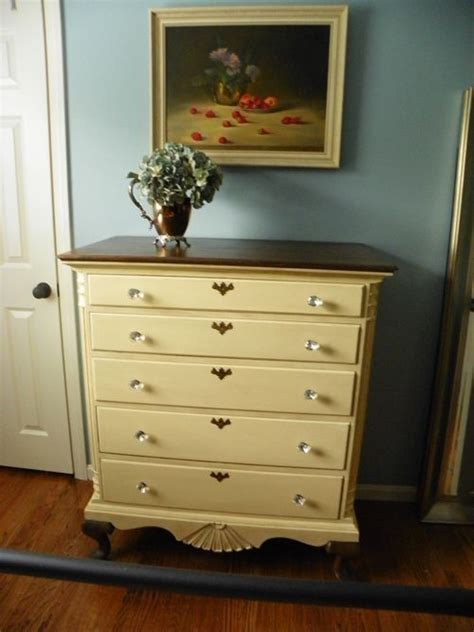 Repaints-A-Dresser-Diy-Project
