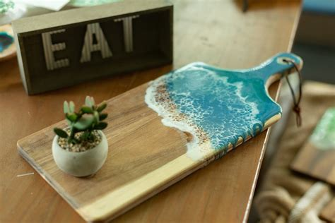 Resin-And-Wood-Cheese-Board-Plans