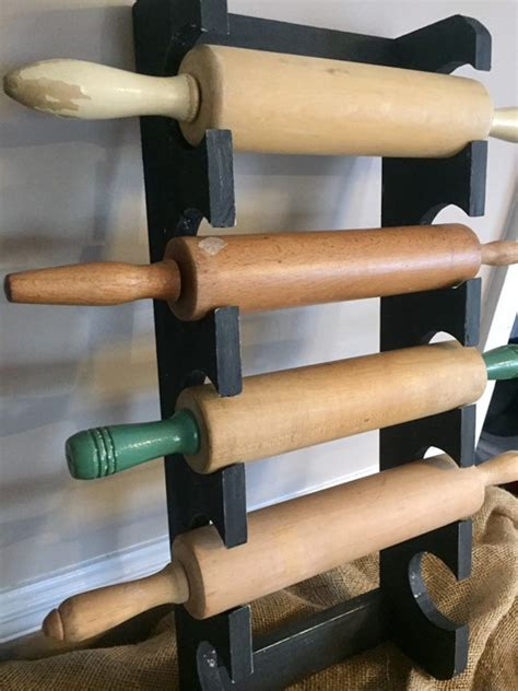 Rolling-Pin-Rack-Diy