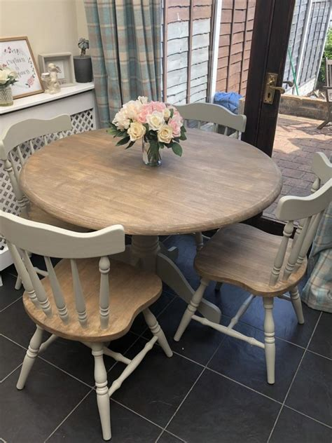 Round-Farmhouse-Table-And-4-Chairs