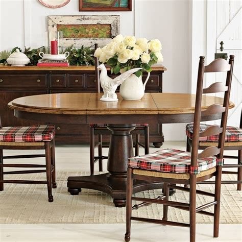 Round-Farmhouse-Table-Seats-6