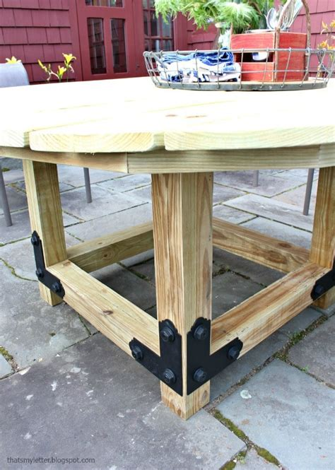Round-Outdoor-Table-Base-Diy