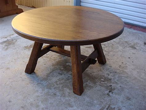 Round-Rustic-Coffee-Table-Diy