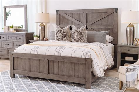 Rustic-Farmhouse-Bed