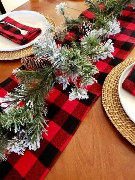 Rustic-Farmhouse-Christmas-Table-Tunner