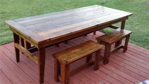 Rustic-Farmhouse-Table-And-Bench-Plans
