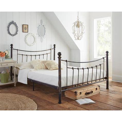 Rustic-Metal-Bed