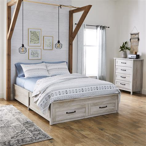 Rustic-White-Farmhouse-Queen-Bed