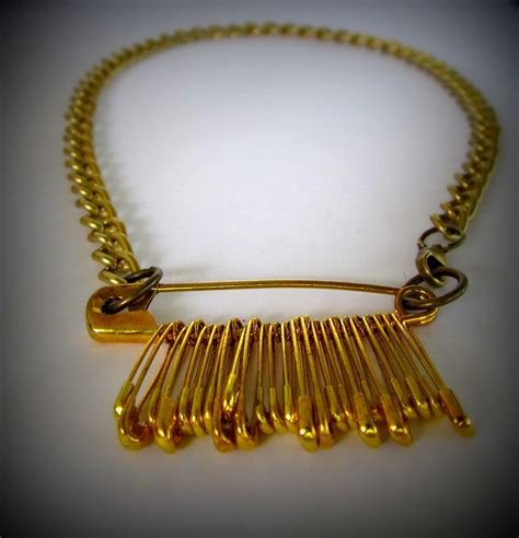 Safety-Pin-Necklace-Diy