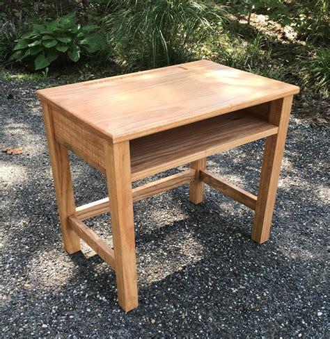 School-Desk-Woodworking-Plans