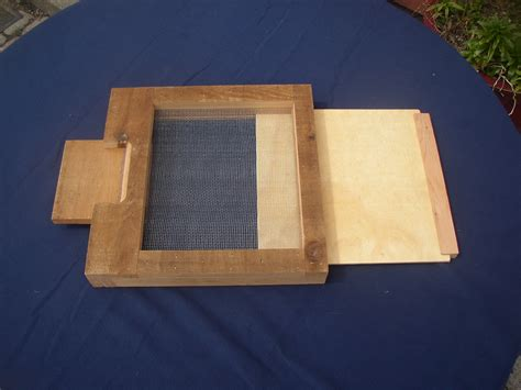 Screened-Bottom-Board-With-Drawer-Plans