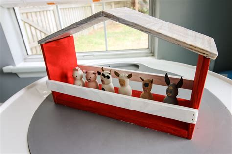 Simple DIY Toy Barn