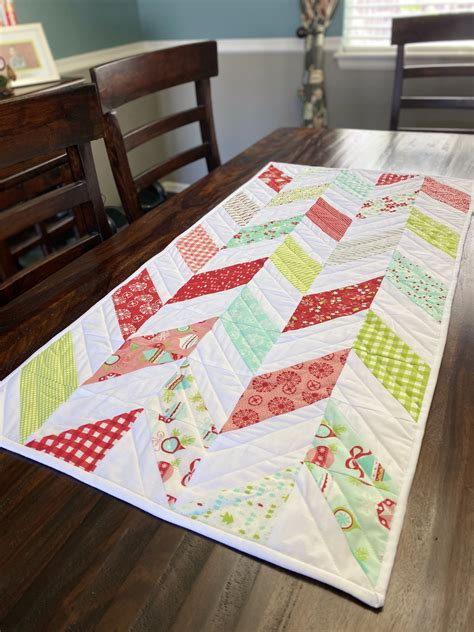 Simple Table Runner Diy Christmas