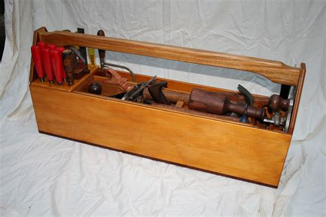 Simple-Wood-Box-Plans-Hand-Tools