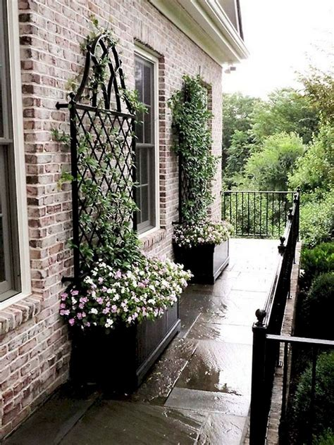 Small Front Yard Trellis Ideas