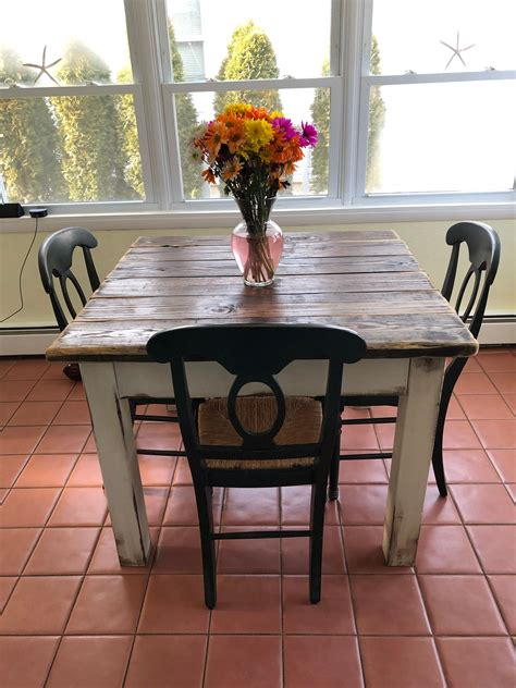 Small-Farmhouse-Style-Kitchen-Table