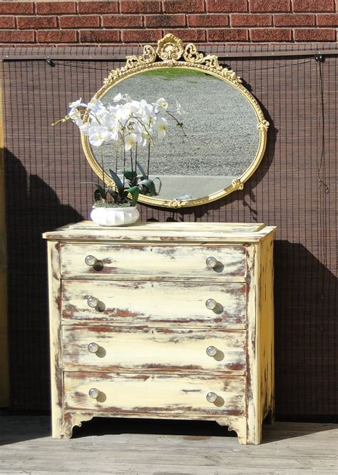 Small-Furniture-Distressed-Paint-Diy
