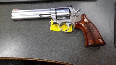 Smith  Wesson 686 Revolver Review.