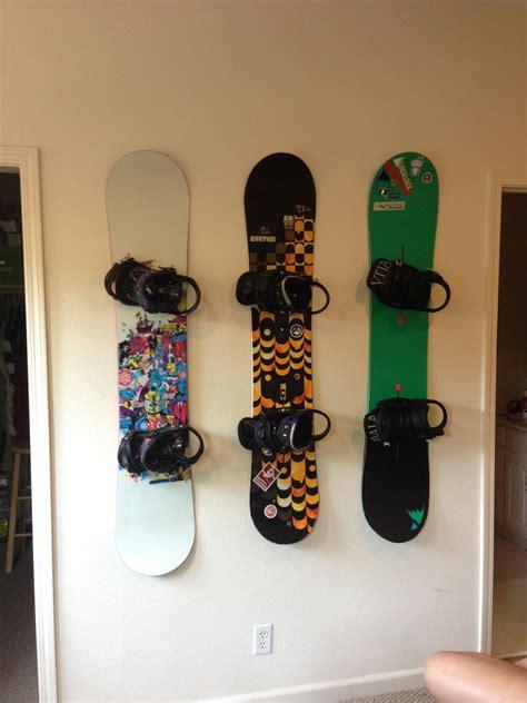 Snowboard-Rack-Wall-Diy
