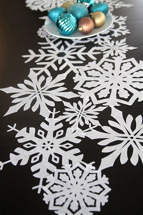 Snowflake-Table-Runner-Diy
