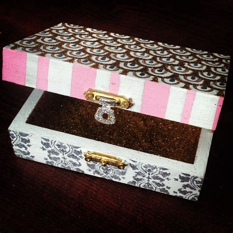 Sorority-Pin-Box-Diy