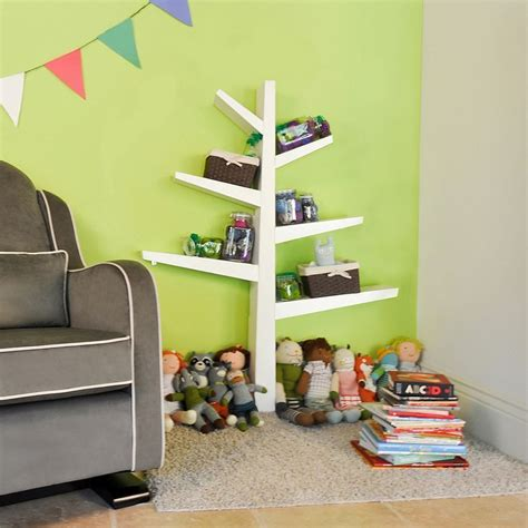 Spruce-Tree-Bookcase-Diy